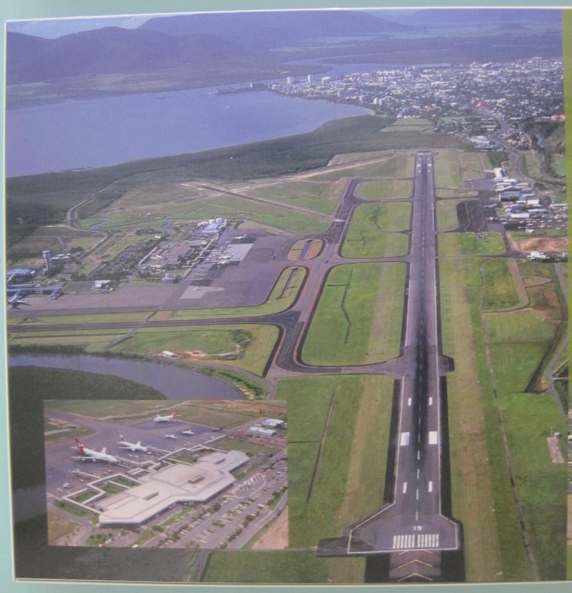 凯恩斯全景照,在机场候机厅的墙壁上拍下来的