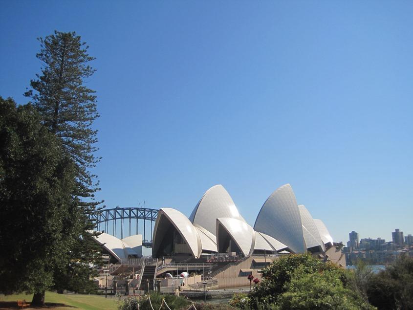 """从皇家植物园走过去,可以看到悉尼歌剧院不为人所熟知的""""另一面"""""""