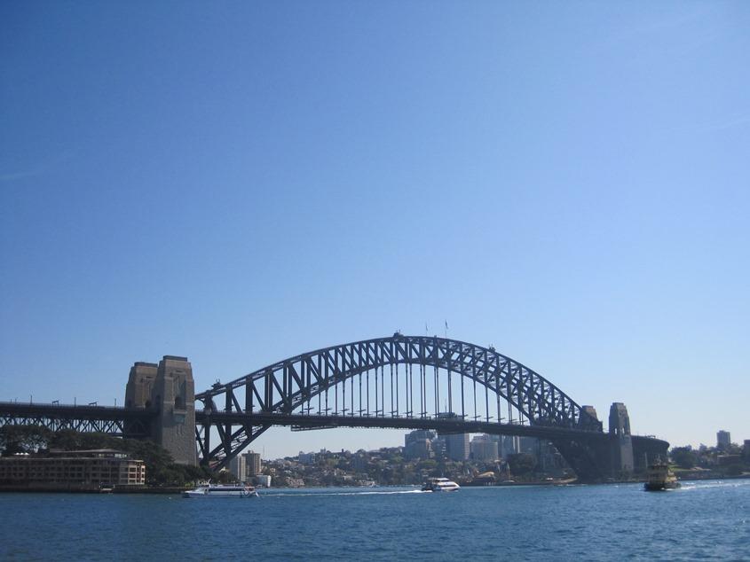 海湾大桥,标志性建筑。可以爬到拱顶去,不过另外收费,离我们太远,没那个时间去爬了